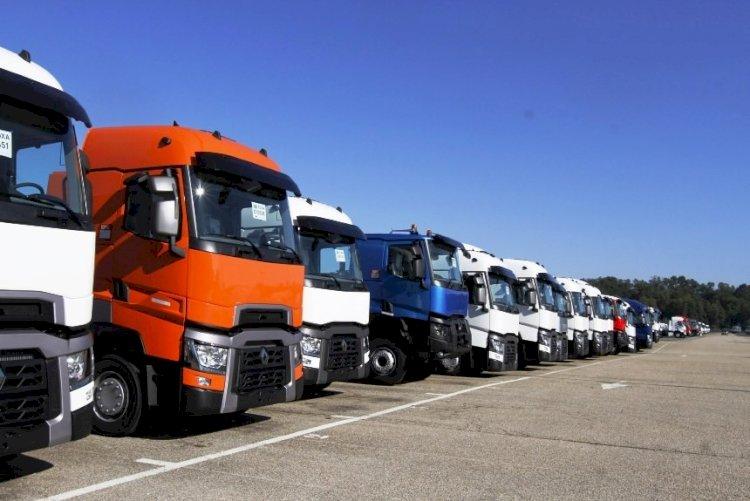 281 грузовик застрял на пограничных переходах Казахстана