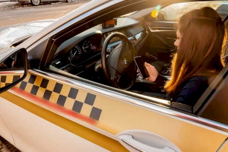 Алматинские полицейские задержали напавших на девушку-таксистку
