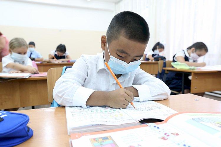 Бакытжан Сагинтаев призвал алматинцев пройти вакцинацию, чтобы обезопасить школьников