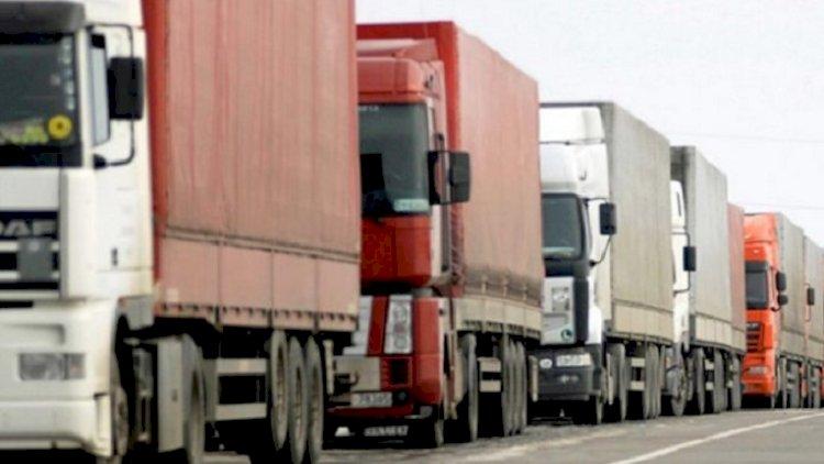 Еще меньше транспорта осталось на погранпереходах Казахстана