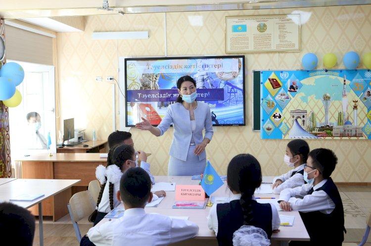 Молодежь Алматы активно обсуждает достижения Казахстана за тридцать лет суверенитета