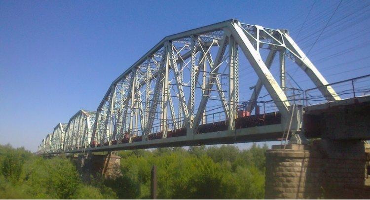 Женщина пыталась спрыгнуть с моста в Алматинской области