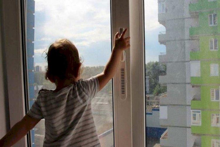Глава МВД РК наградил гвардейца за спасение ребенка