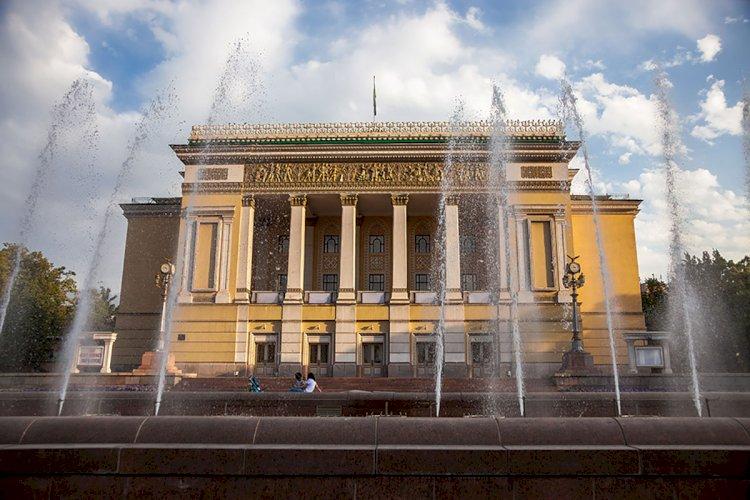 Легендарный Булат Аюханов представит премьеру балета «Гудулла – мать Эсмеральды»