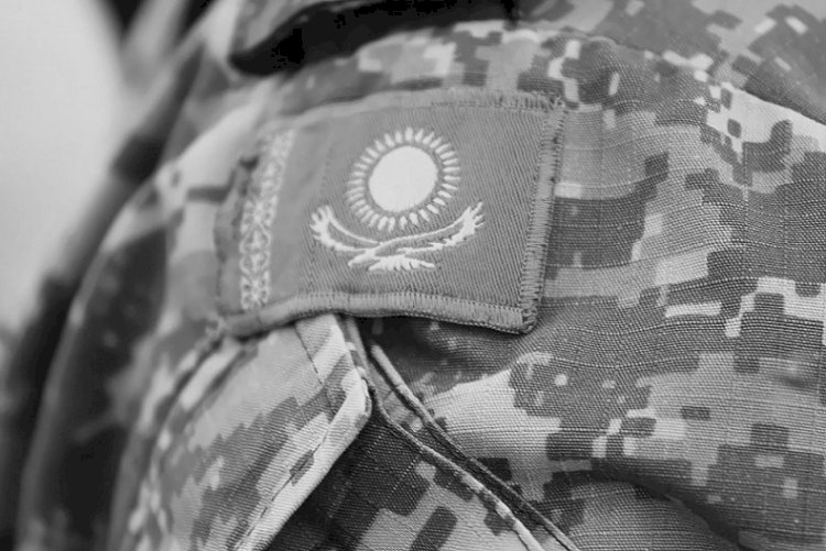 Военнослужащий погиб при прыжке с парашютом в Алматинской области