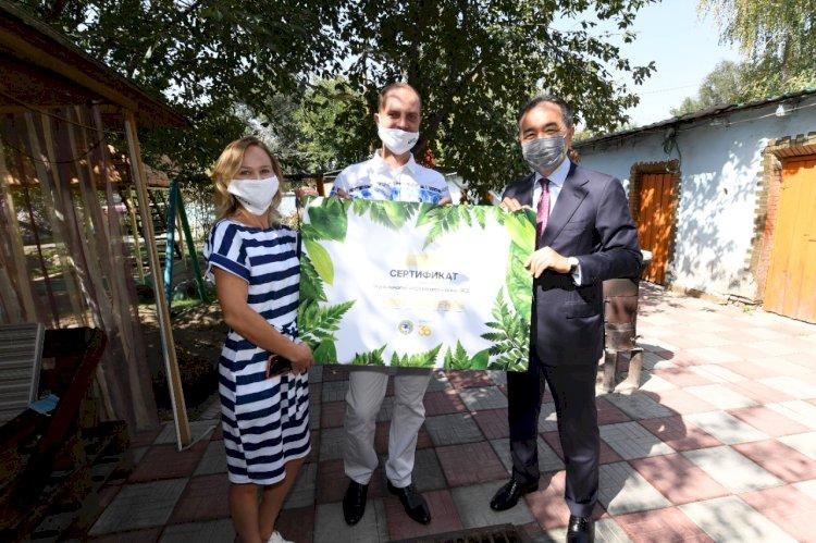 В День города аким Алматы поздравил победителей конкурса на лучшее озеленение дворов