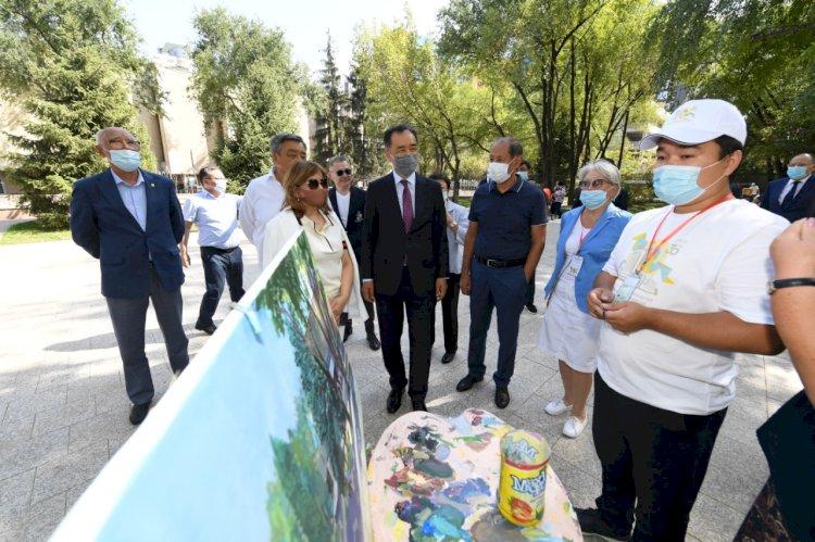 В Алматы возле музея искусств имени Абылхана Кастеева обновили сквер и фонтан