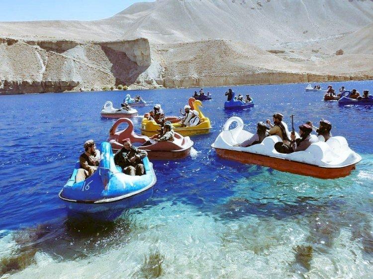 С гранатометами на лодочках-лебедях: как развлекаются талибы в мирное время