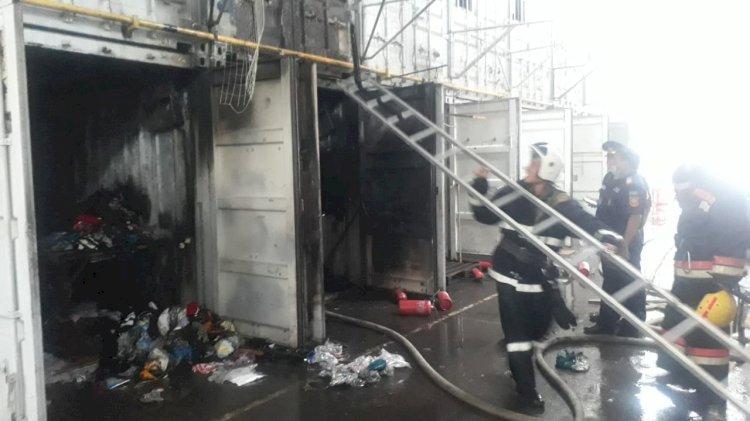 Пожар разгорелся на рынке в Алматы