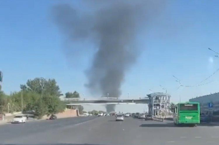 В Алматы в районе рынка «Ак булак» произошел пожар