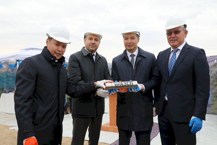 В Алматы открыли Центр томотерапии и заложили капсулы в честь строительства двух заводов