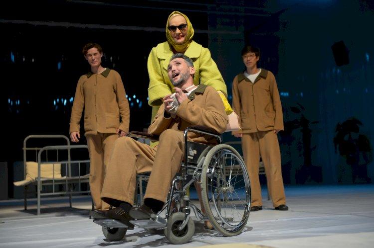 Театр имени Наталии Сац представил премьерный спектакль «Над кукушкиным гнездом»
