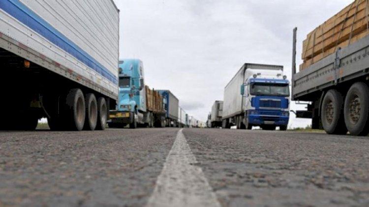 Более 300 грузовых фур стоят в очереди на погранпереходах Казахстана